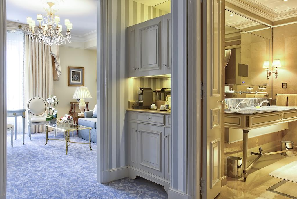 Four Seasons Hotel George V Paris 5*